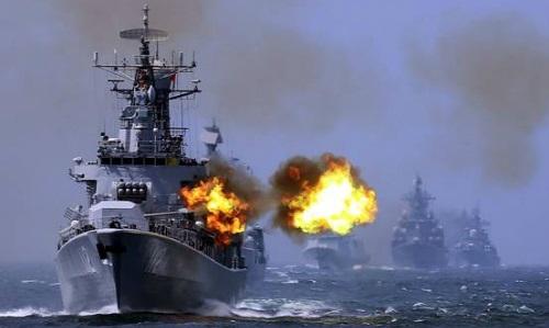 Tàu chiến Trung Quốc trong một cuộc tập trận ở biển Hoa Đông năm 2015. Ảnh: AP.
