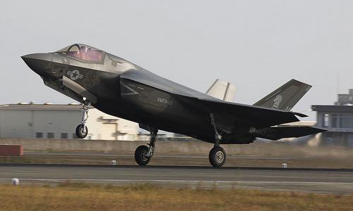 Siêu tiêm kích F-35 Mỹ hạ cánh khẩn xuống sân bay Nhật