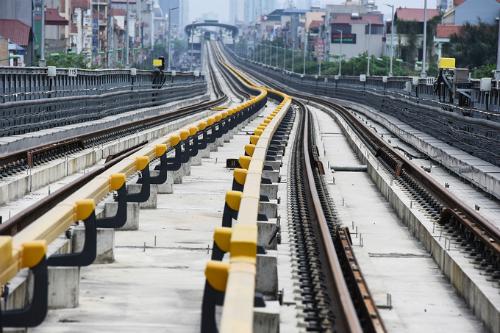 Cát Linh - Hà Đông là tuyến đường sắt đô thị đầu tiên ở Hà Nội, hiện đang vào các công đoạn cuối cùng trên công trường. Ảnh: Giang Huy