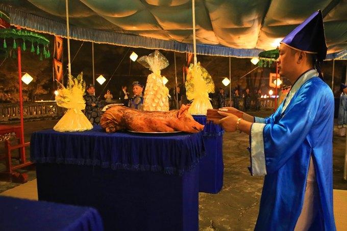 Phó chủ tịch tỉnh tế đàn Nam Giao lúc nửa đêm trước Festival Huế