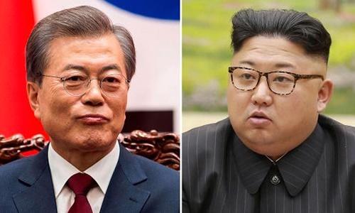Tổng thống Hàn Quốc Moon Jae-in (trái) và lãnh đạo Triều Tiên Kim Jong-in. Ảnh: CNBC.