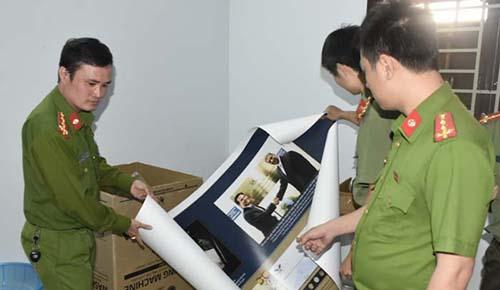 Cơ quan chức năng thu giữ nhiều tài liệu của Hội thánh Đức Chúa Trời tại Thanh Hoá. Ảnh: CA.