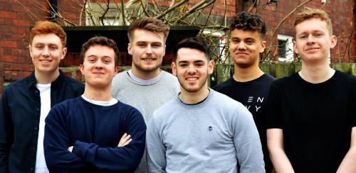Nhóm sinh viên đầu tiên nhận được giải thưởng 1.000 bảng Anh từ Đại học Newcastle nhờ được hàng xóm quý mến. Ảnh: The Sun