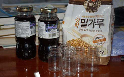 Công an thu nhiều chai nước lạ ở điểm giảng đạo 'Hội thánh Đức Chúa Trời'