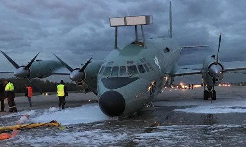 Máy bay săn ngầm Ấn Độ hạ cánh khẩn cấp bằng mũi ở Nga