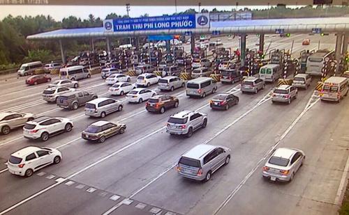 Đơn vị quản lý cao tốcđã điều chỉnh mở 12 cửa thu phí ở trạm Long Phước hướng từ Đồng Nai đi TP HCM để tránh ùn tắc. Ảnh: VEC E