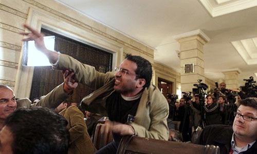 Phóng viên Iraq từng ném giày vào tổng thống Bush ra tranh cử