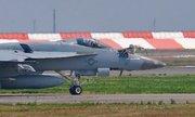 Tiêm kích Mỹ giật đứt ống dẫn của máy bay tiếp dầu trên không