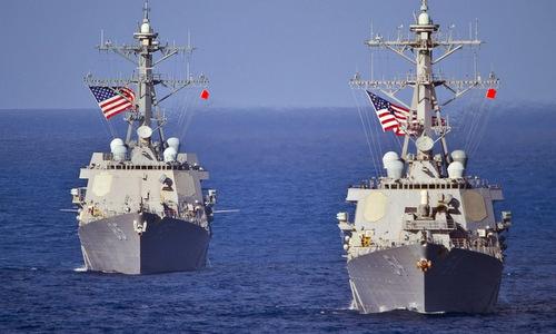 Tàu khu trục Mỹ di chuyển trên Biển Đông. Ảnh: USNI.