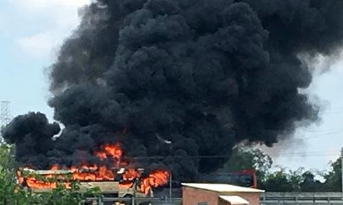 Ôtô giường nằm cháy ngùn ngụt trên cao tốc TP HCM - Trung Lương
