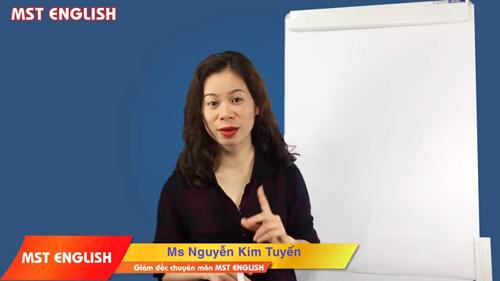 Cô Tuyến trực tiếp giảng dạy tại trung tâm MST. Ảnh: MST English