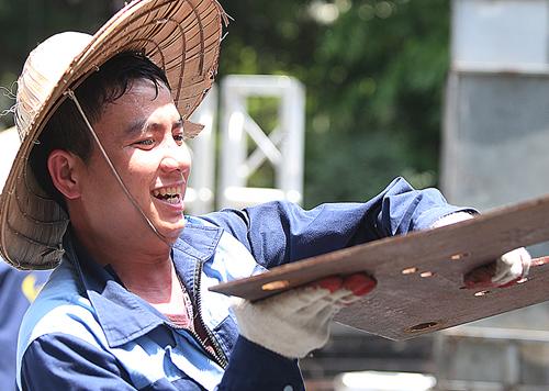 Ba ngày kể từ khi lập hè (4/5), Hà Nội hứng nắng nóng gay gắt. Ảnh: Ngọc Thành.