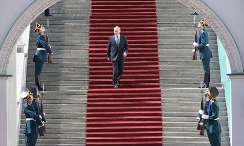 Putin chuẩn bị chủ trì lễ diễu binh sau khi tuyên thệ nhậm chức. Ảnh: Reuters.