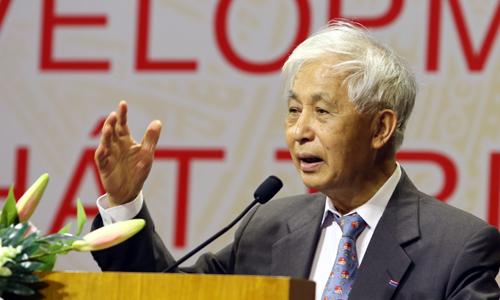 Giáo sư đoạt giải Nobel gợi ý giải pháp giúp Việt Nam phát triển
