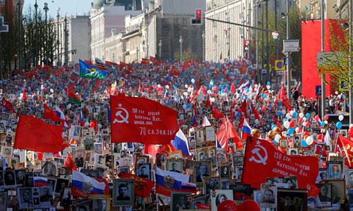 Lễ diễu hành Trung đoàn Bất tử ở Moskva hôm 9/5. Ảnh: Reuters.