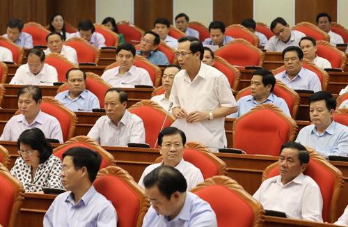 Bộ trưởng Đào Ngọc Dung nêu ý kiến tại phiên thảo luận. Ảnh: TTX