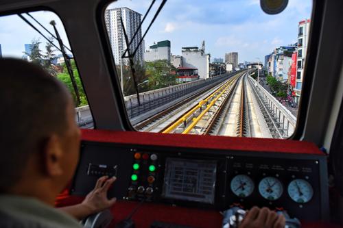 Bộ trưởng Giao th.ông cho rằng, tuyến đường sắt Cát Linh - Hà Đông sẽ vận hành tốt khi đi vào hoạt đ.ộng. Ảnh: Giang Huy.