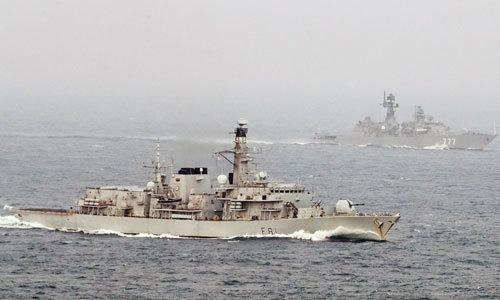 Chiến hạm Nga vờn nhau với tàu sân bay Mỹ ngoài khơi Syria