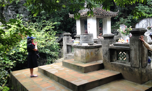 Lăng mộ Đinh Tiên Hoàng trên đỉnh núi Mã Yên (Hoa Lư, Ninh Bình). Ảnh:PV