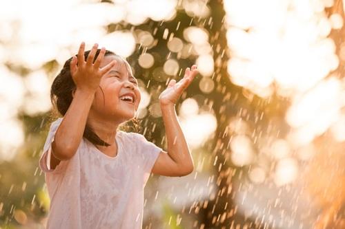 Hãy để trẻ em có thể nở một nụ cười rạng rỡ, hồn nhiên với những kí ức đẹp của tuổi thơ.