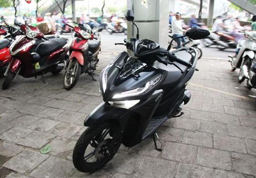 Honda Vario 2018 tại một đại lý tư nhân trên đường Võ Văn Kiệt, Quận , TP. HCM.