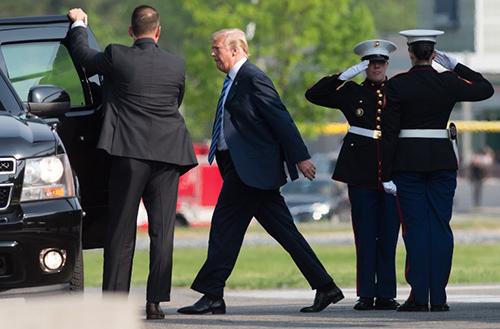 Ông Trump lên trực thăng Marine One đến trung tâm y tế quân đội quốc gia o Walter Reed,