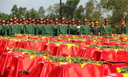 98 hài cốt liệt sĩ hy sinh ở Lào được an táng tại Nghệ An