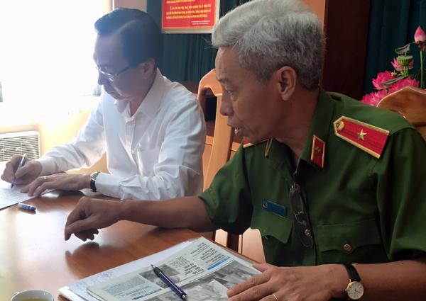 Thiếu tướng Phan Anh Minh và ông Lê Thanh Liêm. Ảnh: Quốc Thắng.