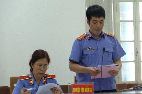 Đại diện VKSND Hà Nội giữ quyền công tố tại phiên tòa sơ thẩm.