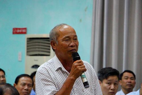 Ngư dân Võ Quý chia sẻ tâm tư với Thủ tướng khó khăn mà ngư dân gặp phải. Ảnh: Võ Thạnh