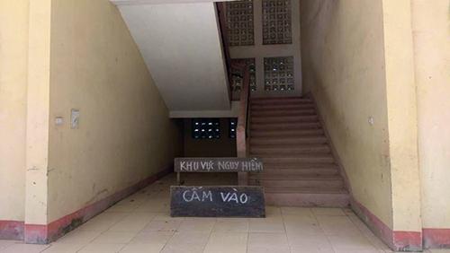 Chính quyền đã niêm phong khu nhà, dừng cho trẻ vào học đề phòng nguy hiểm. Ảnh: Lam Sơn.