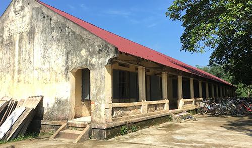 Hiện hơn 400 học sinh tiểu học ở xã Hợp Lý phải quay về học khu trường cũ đã xây dựng hơn 30 năm trước. Ảnh: Lam Sơn.