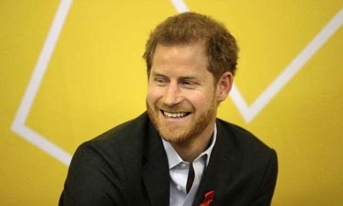 """Hoàng tử Harry: Từ tay chơi tai tiếng đến """"báu vật"""" hoàng gia"""