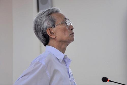 Bị cáo Nguyễn Khắc Thủy tại phiên tòa sơ thẩm: Ảnh: NLĐ.