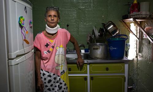 Dân Venezuela sống cảnh không điện, nước, khan hiếm thực phẩm - ảnh 1