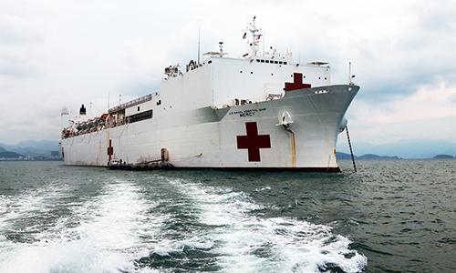 Tàu bệnh viện gần 1.000 giường của Hải quân Mỹ đến Nha Trang