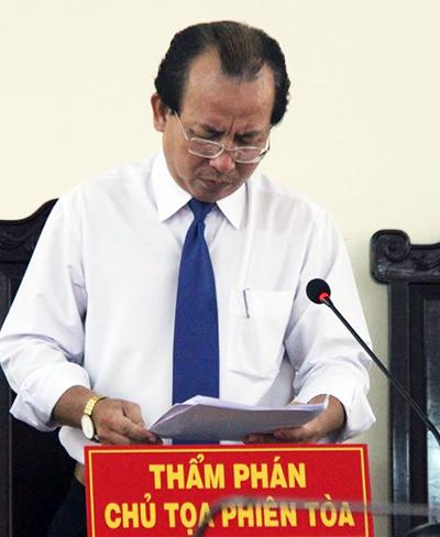 Thẩm phán Huỳnh Ngọc Thiện tại phiên tòa phúc thẩm. Ảnh: Tứ Qúy.