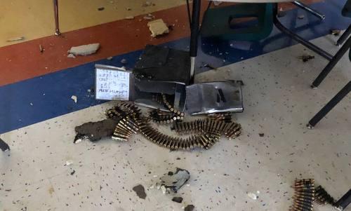 Trực thăng Mỹ đánh rơi thùng đạn xuyên thủng mái trường học - ảnh 1