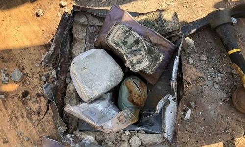 Vợ chồng Mỹ đào được két sắt chứa đầy tiền và trang sức