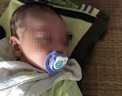 Công an tìm người thân cho bé trai bị bỏ rơi trên xe khách - ảnh 1