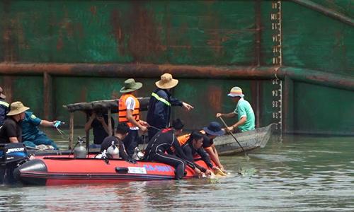 Sà lan lật úp trên sông Đồng Nai, 5 người trong gia đình gặp nạn