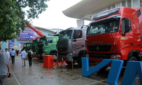 Các mẫu xe thương mại trưng bày tại triển lãm Vietnam AutoExpo 2017 diễn ra ở Hà Nội.
