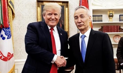 Tổng thống Mỹ Trump gặp Phó thủ tướng Trung Quốc Lưu Hạc tại Washington ngày 17/5. Ảnh: Twitter.