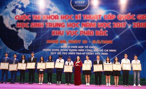 Hai nữ sinh Hải Phòng từng giành giải nhất cuộc thi khoa học kỹ thuật phía Bắc.