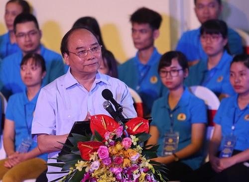 Thủ tướng Nguyễn Xuân Phúc tại buổi đối thoại với công nhân các khu công nghiệp tại đồng bằng sông Hồng sáng 20/5. Ảnh: Gia Chính.