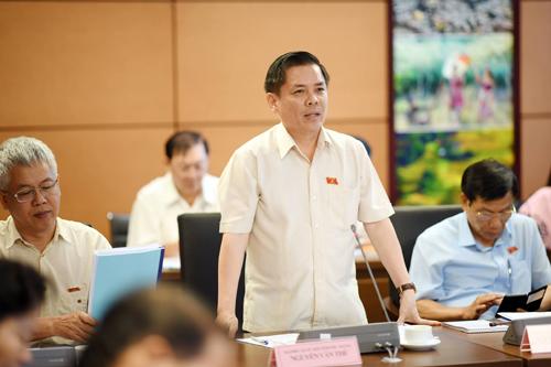 Bộ trưởng Giao thông Vận tải Nguyễn Văn Thể tại cuộc họp tổ sáng 22/5. Ảnh: Hoàng Phong.