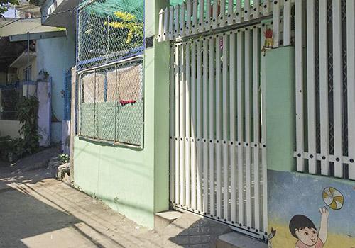 Nhóm trẻ Mẹ Mười đã đóng cửa tháo biển hiệu vào ngày 22/5. Ảnh: Ngọc Trường.