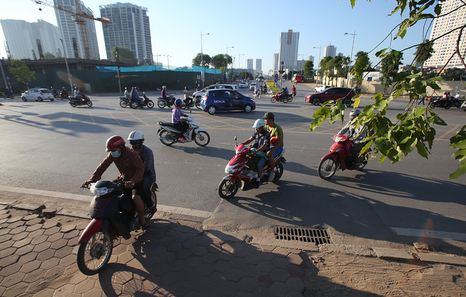 dong-xe-nuom-nuop-chay-nguoc-chieu-o-duong-brt-ha-noi
