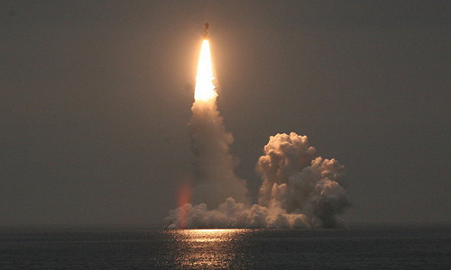 Tàu ngầm Nga lần đầu phóng loạt 4 ICBM hạng nặng