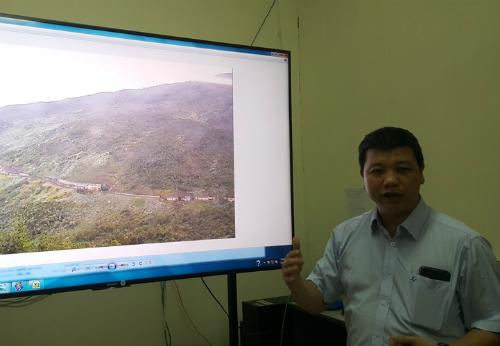 TS Đinh Văn Tiến giới thiệu về các thông số truyền trực tiếp vềViện Khoa học công nghệ giao thông vận tải 24/24. Ảnh: Bích Ngọc.